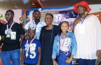Les lauréats et les organisateurs en photo de famille
