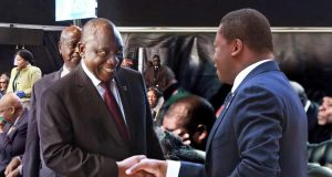 Faure Gnassingbé saluant Cyril Ramaphosa