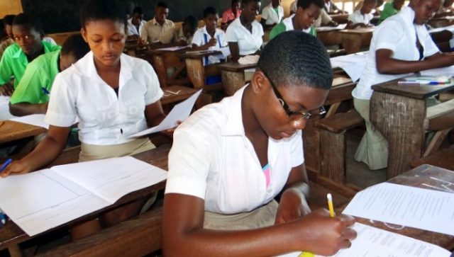 Des élèves dans une salle d'examen (archives)